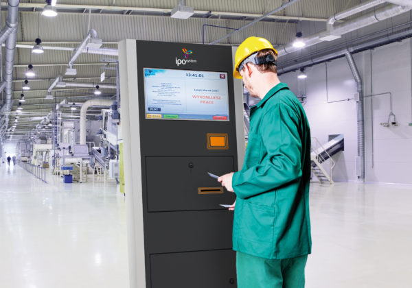 Terminal IPOsystem na hali produkcyjnej